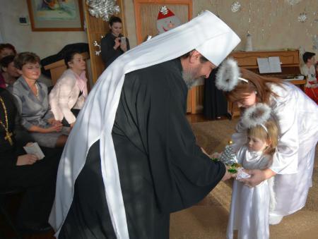 В преддверии праздника святителя Николая Чудотворца митрополит Иоанн посетил детские учреждения