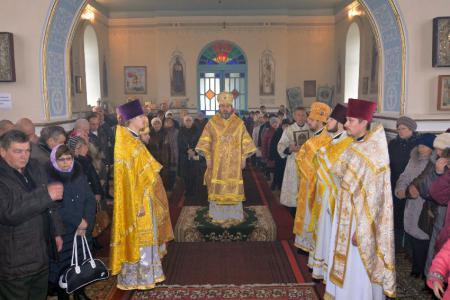 Митрополит Иоанн освятил престол в Георгиевском храме с. Малая Кардашинка
