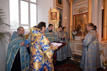 Утреня с акафистом Пресвятой Богородице в Свято-Духовском кафедральном соборе Херсона