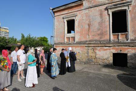 Молебен на начало восстановления храма при архиерейском доме