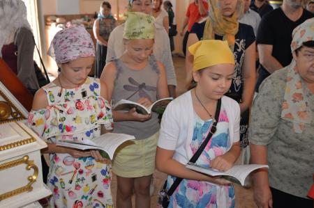 Воскресное богослужение в Свято-Духовском кафедральном соборе Херсона
