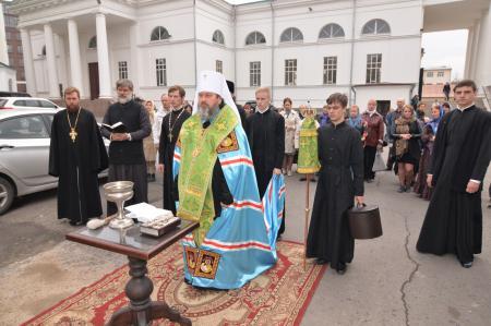 Освящение поклонного Креста в главном соборе Херсонской епархии