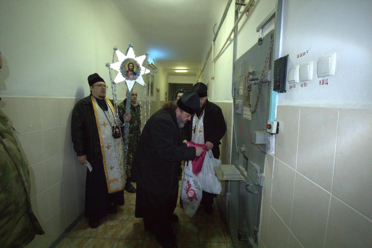 Херсонские священники привезли заключенным благословения на новый год