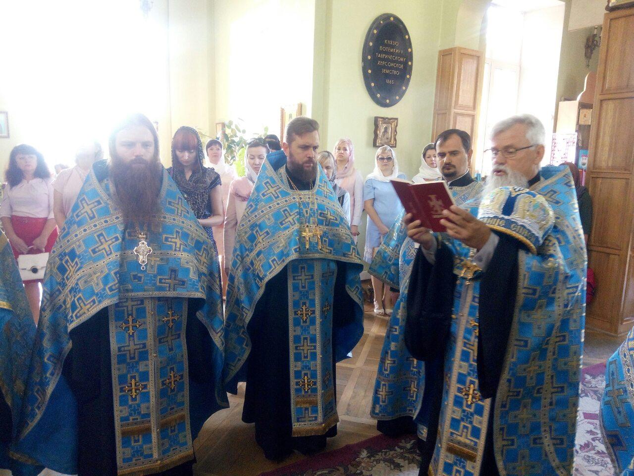 В Херсоне в День города провели молебен в самом старом соборе